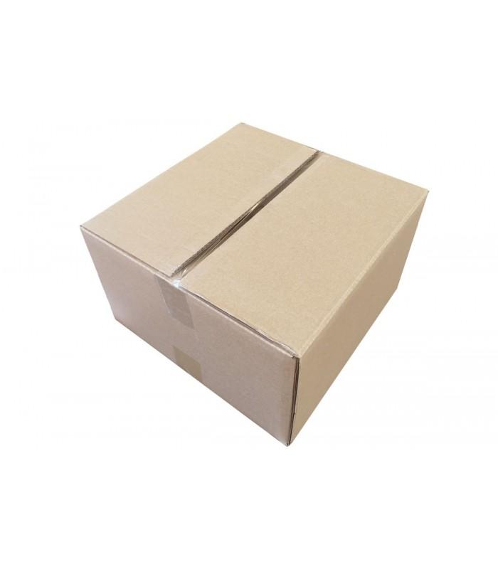 Caja de cartón súper resistente de medida 32x32x18, cerrada con precinto transparente