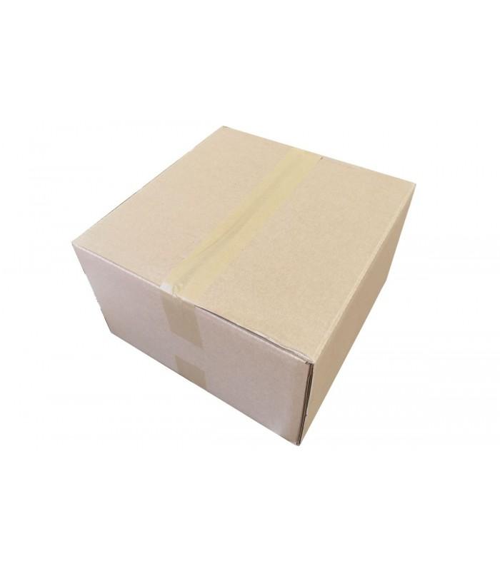 Caja de cartón súper resistente de medida 32x32x18, cerrada con precinto marrón